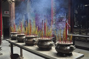 incense-buddhist-temple